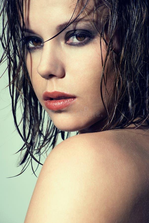 Portrait mit dem nassen Haar stockfotos