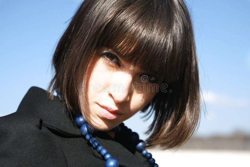 Portrait mit Halskette lizenzfreies stockbild