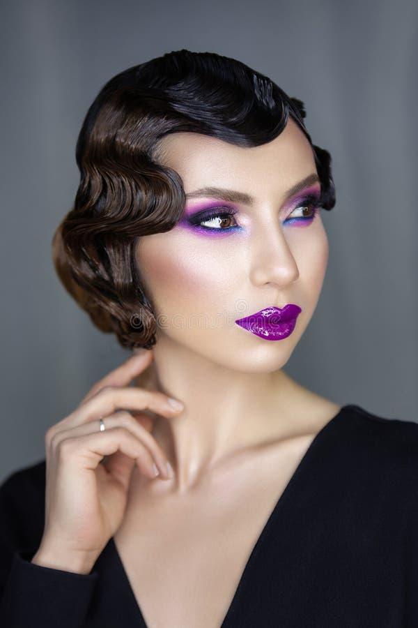 Portrait moderne de beauté d'une fille 30 x images stock