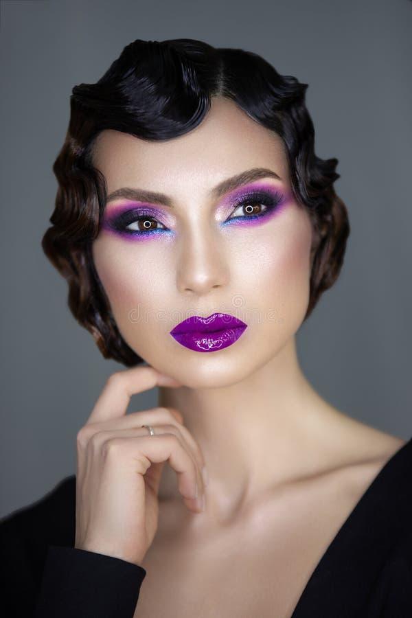 Portrait moderne de beauté d'une fille 30 x image stock