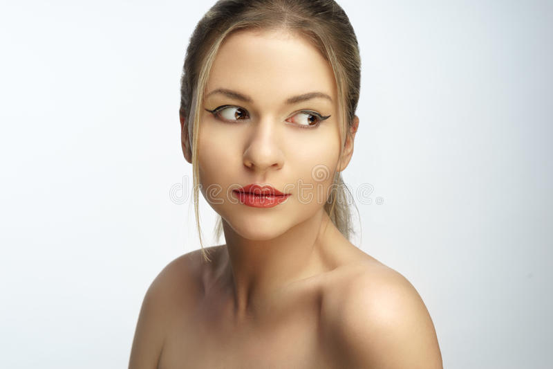 Portrait naturel de plan rapproché de beauté de cheveux de femme blonde photos stock