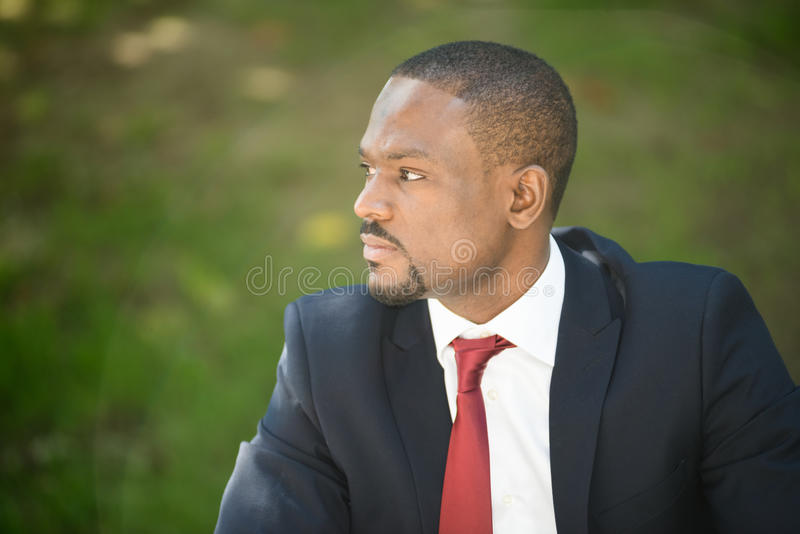 Portrait noir beau d'homme d'affaires image stock