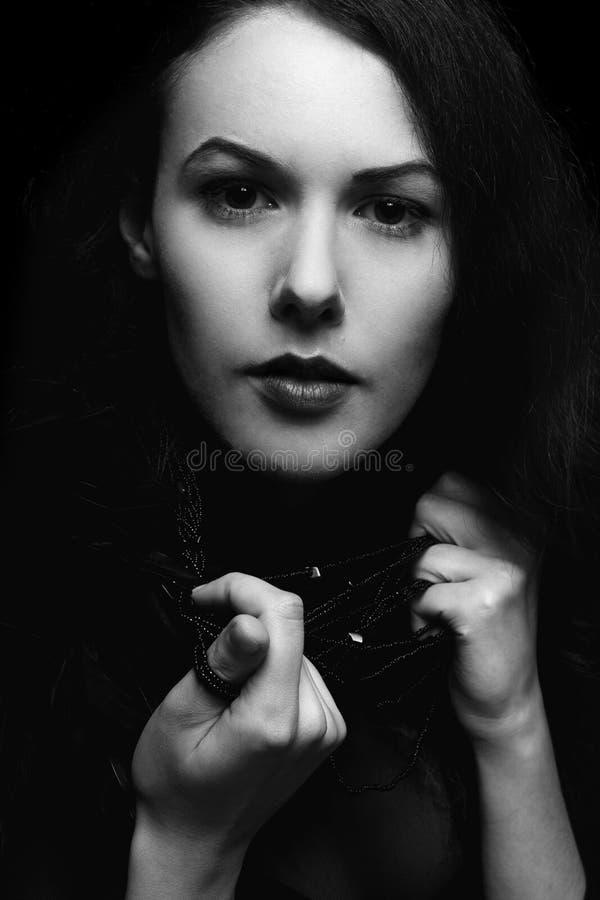 Portrait noir et blanc de jeune dame photos libres de droits