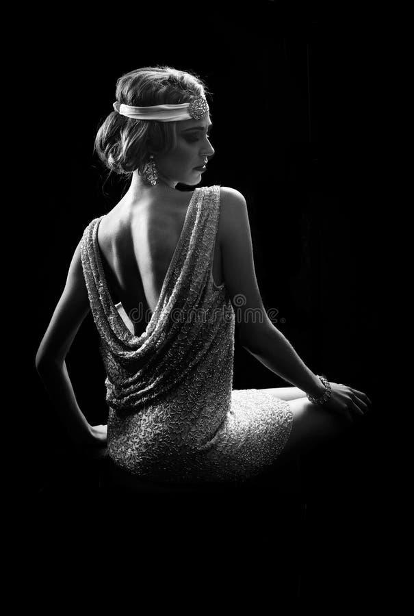 Portrait noir et blanc de la femme 20s photo libre de droits
