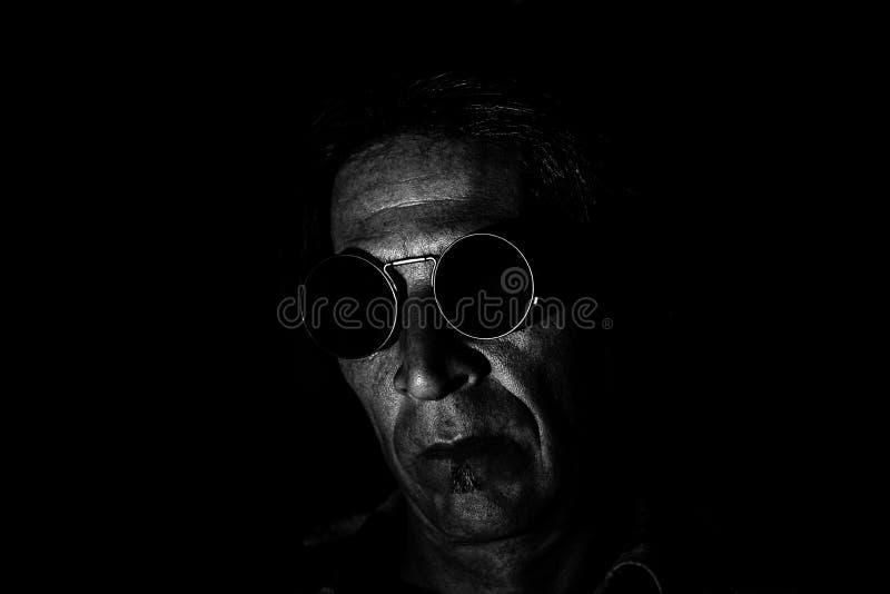 Portrait Noir noir et blanc discret de dépression images stock
