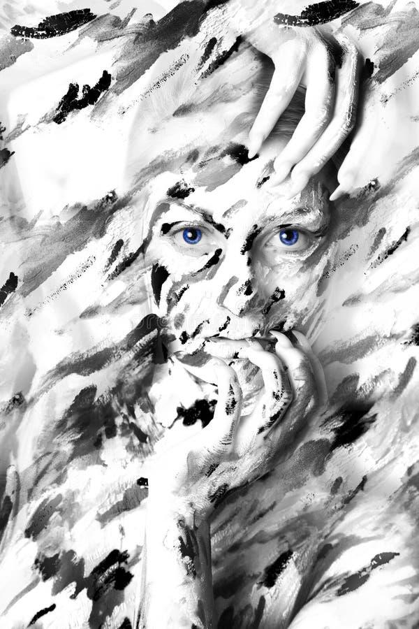 Portrait noir et blanc sexy de femme en peintures image stock
