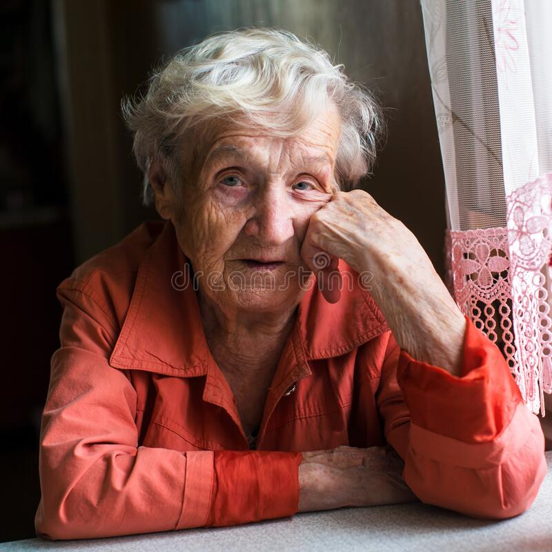 Free Portrait Of An Elderly Woman Pensioner Sitting At Kitchen Stock Images - 185091264