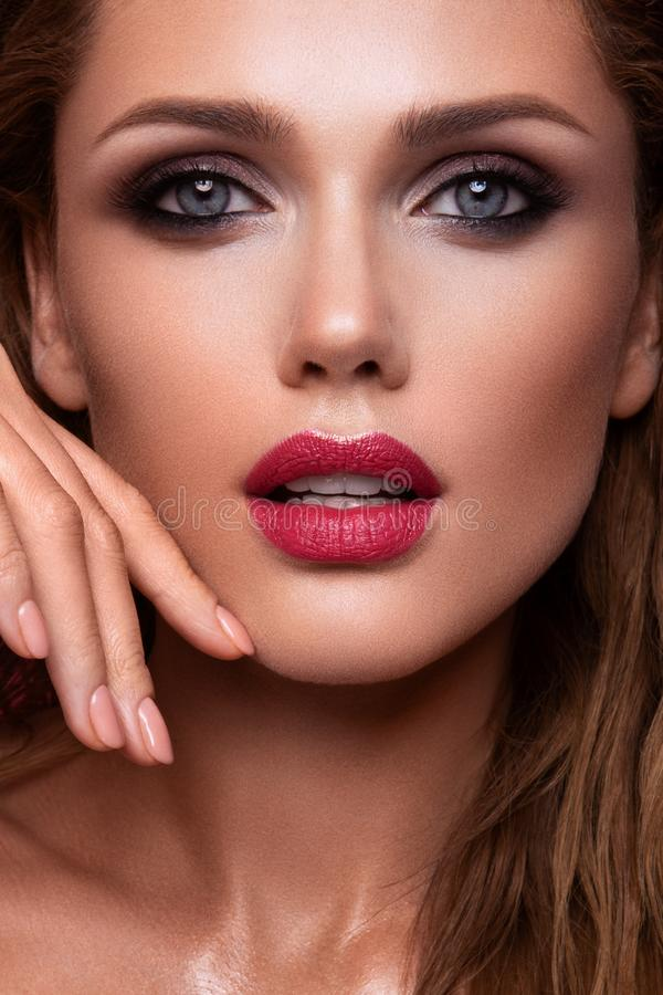 Free Portrait Of Beautiful Girl With Pink Lips Royalty Free Stock Images - 159931859