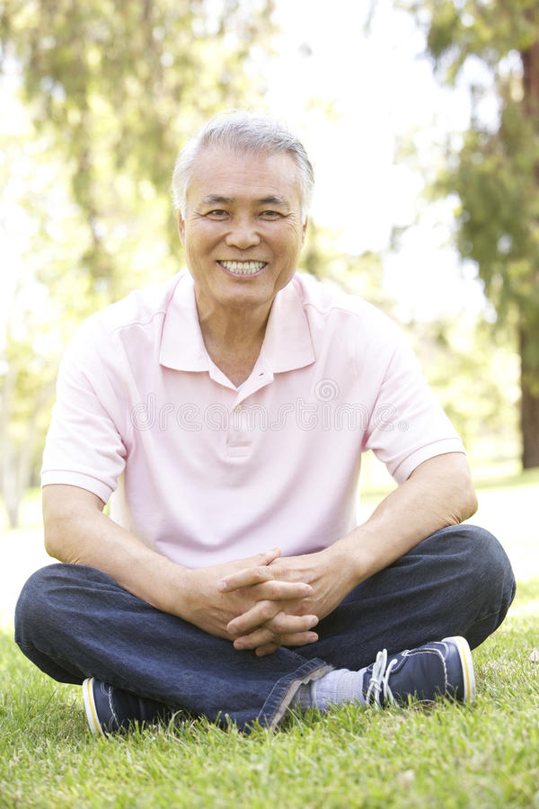 Free Portrait Of Senior Man In Park Royalty Free Stock Images - 12405349