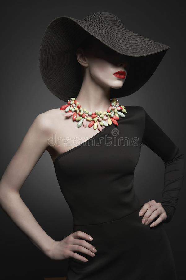 Free Portrait Of Young Lady With Black Hat And Evening Dress Royalty Free Stock Images - 138143379