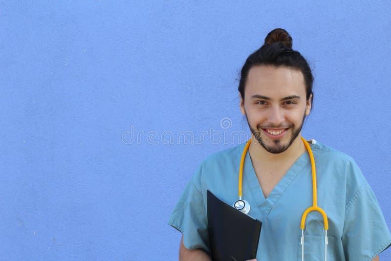 Portrait principal de tir de plan rapproché de professionnel sûr de soins de santé avec l'espace de copie du côté gauche photo stock
