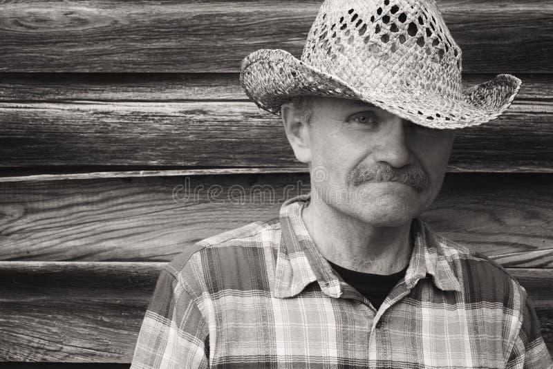 Portrait principal et d'épaule d'un homme dans le chapeau de cowboy photo libre de droits
