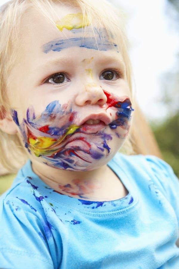 Portrait principal et d'épaules de fille avec le visage peint image stock