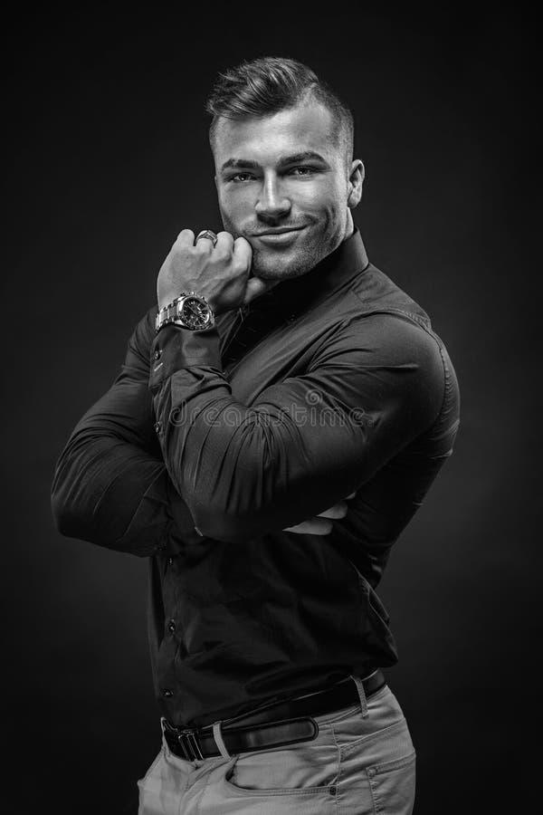 Portrait riche musculaire d'homme d'affaires photographie stock