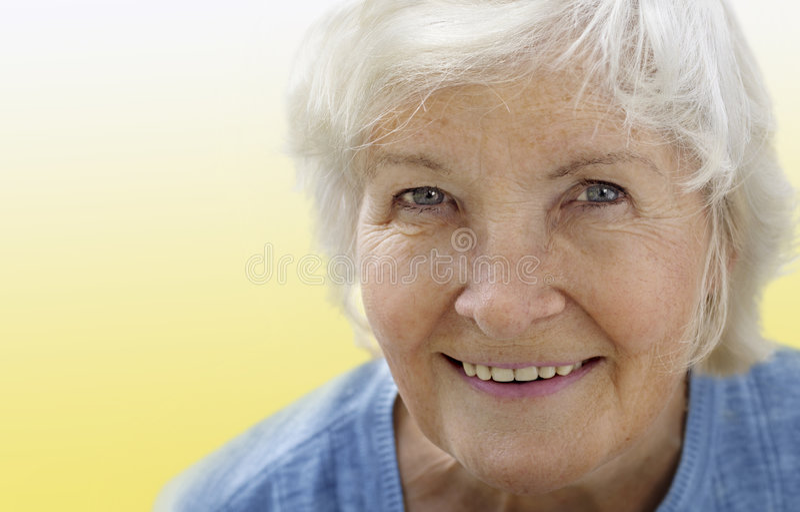portrait senior woman yellow στοκ φωτογραφία με δικαίωμα ελεύθερης χρήσης