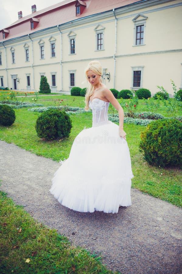 Portrait sensuel de belle jeune mariée photo libre de droits