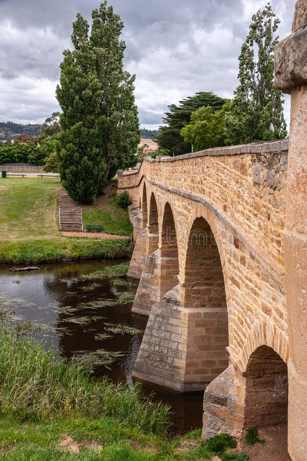 Portrait sköt längs Richmond Bridge i Richmond, Tasmania, Australien arkivbilder