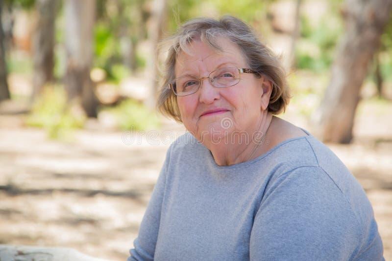Portrait supérieur satisfait heureux de femme photos stock