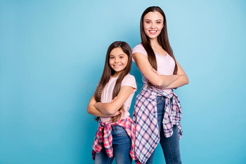 Portrait of two nice-looking cute lovely attractive cheerful cheery straight-haired girls folded arms street-style. Isolated on bright vivid shine green blue stock photography
