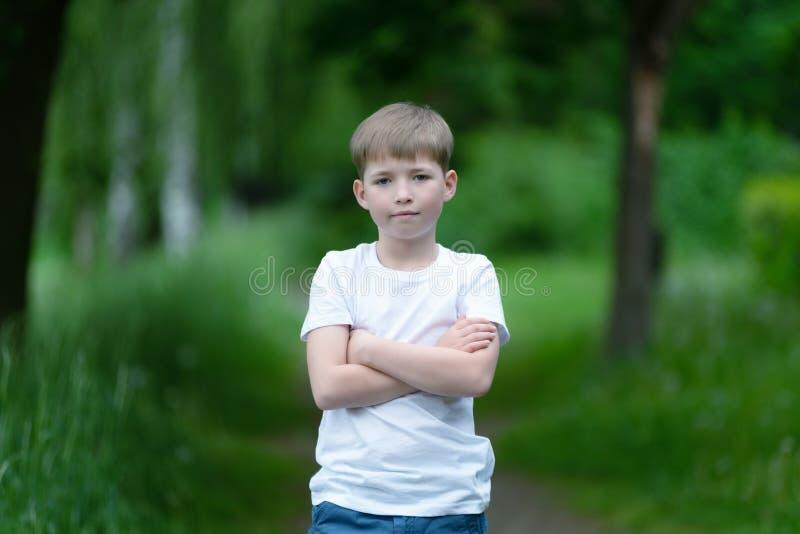 Portrait un jeune garçon photographie stock libre de droits