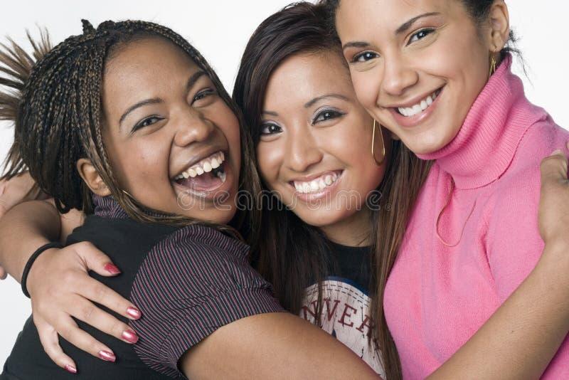 Portrait von drei Jugendmischrennenmädchen lizenzfreies stockfoto