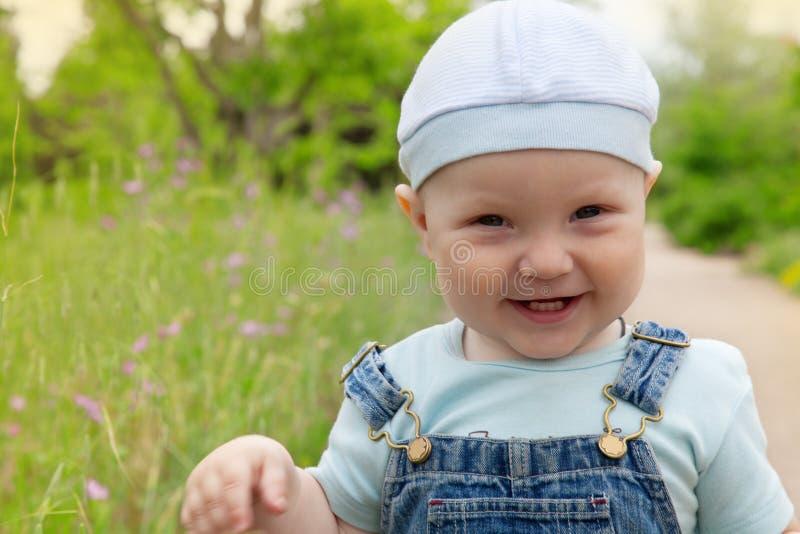 Portrait von einem glücklichen wenig lizenzfreies stockbild