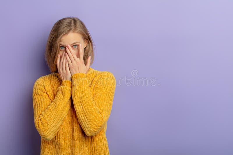 Bluse die schauen in frauen Frauenpornos: Diese
