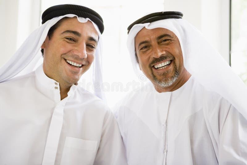 Portrait von zwei nahöstlichen Männern stockfotos