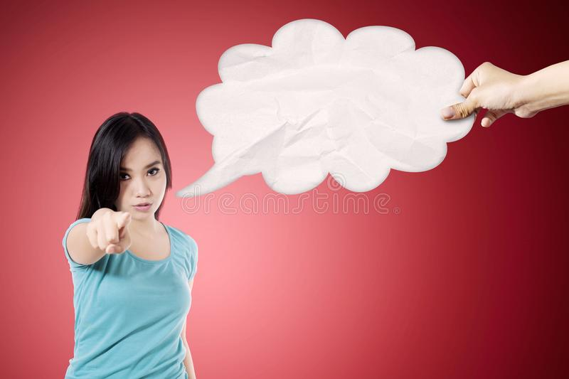 Angry woman with an empty cloud bubble royalty free stock photos