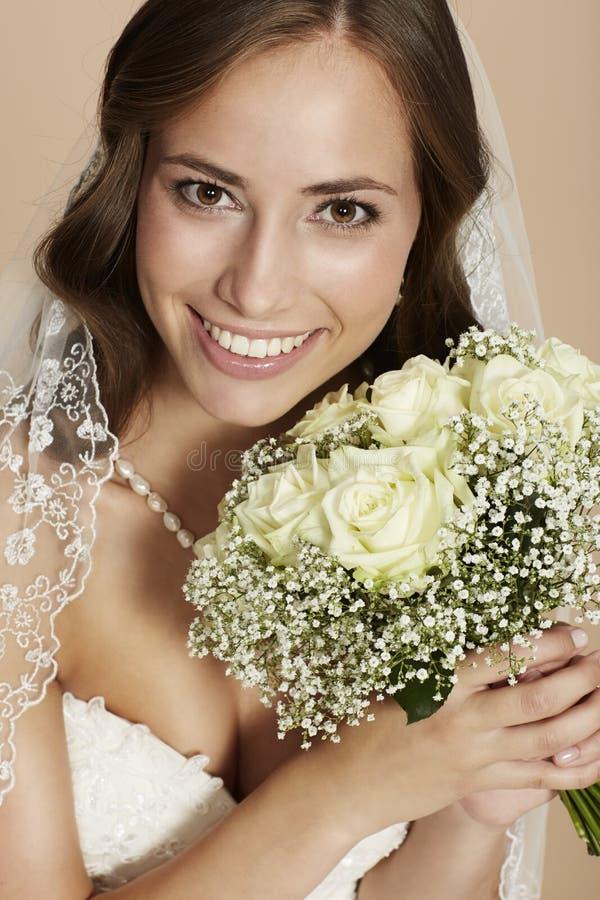 Portraitof een jonge bruid stock foto