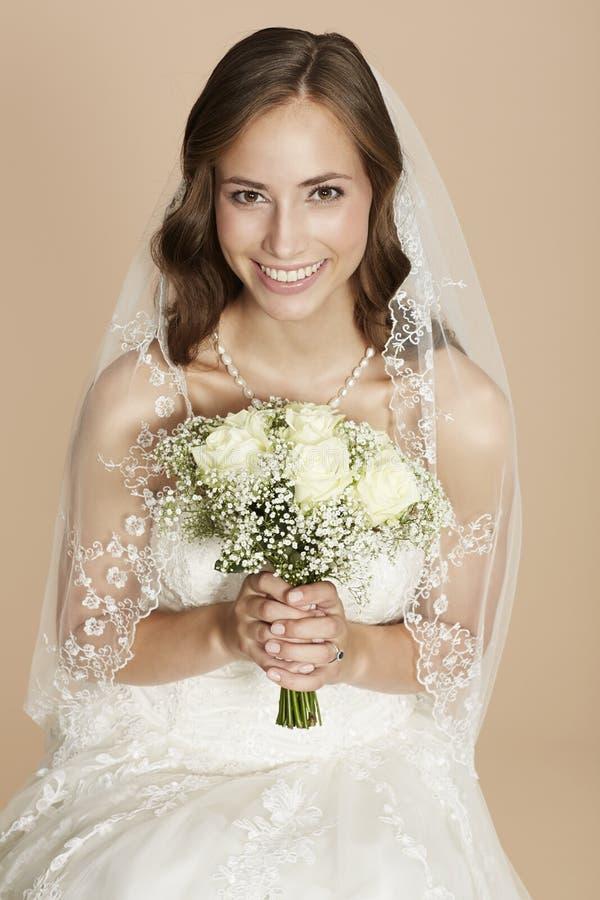 Portraitof een jonge bruid stock foto's