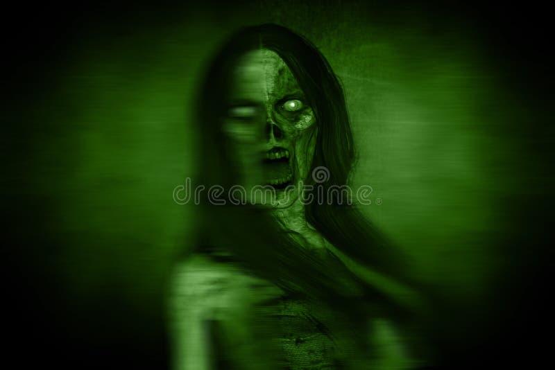 Portraits de femme fâchée effrayante de Ghost dans l'obscurité illustration libre de droits