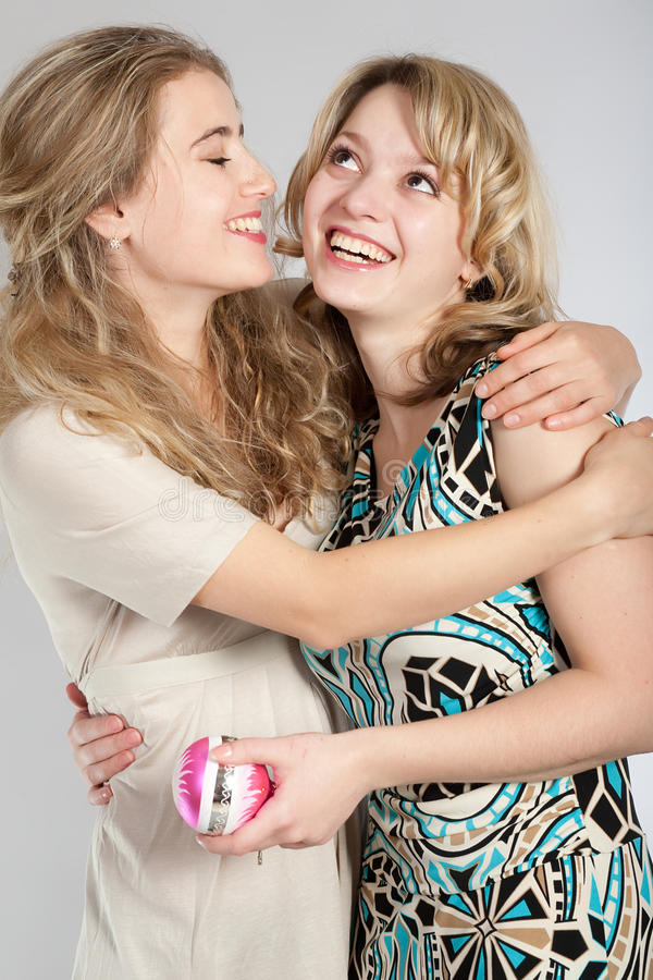 Portraits von zwei schönen Mädchen stockbilder