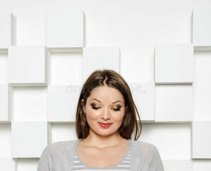Portraot av den beuatiful modellen arkivbilder