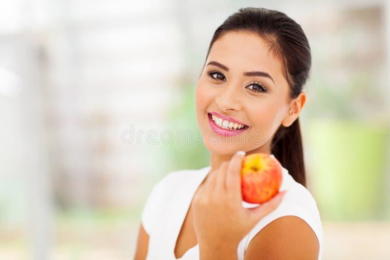 Ładny kobiety jabłko obraz royalty free