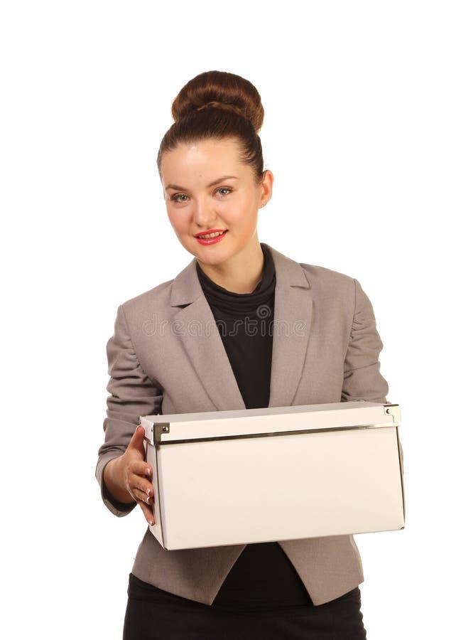 Portret ładna kobieta z pudełkiem zdjęcie stock