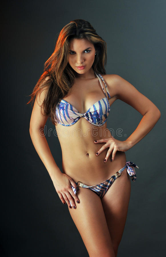 Portret ładny Latina swimsuit mody model obrazy royalty free