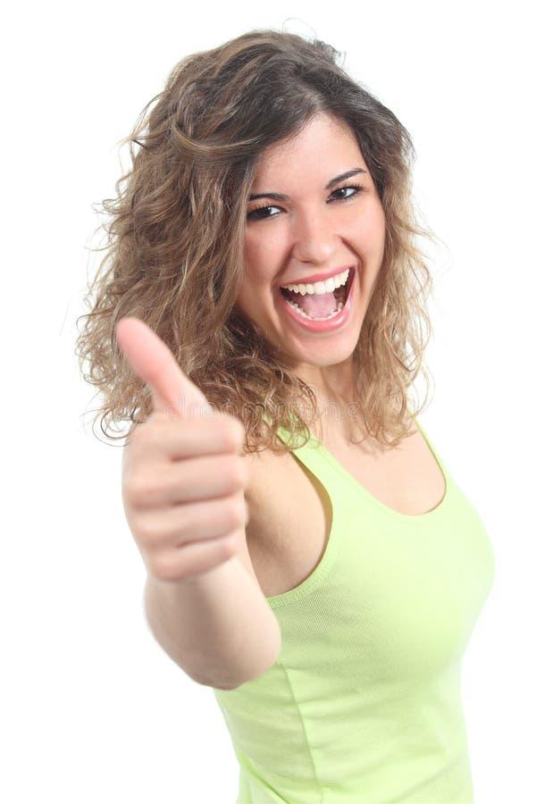 Portret ładny nastolatek z kciukiem up zdjęcia stock