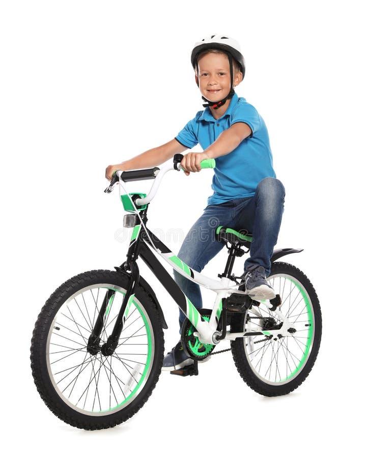 Portret śliczna chłopiec z bicyklem fotografia stock