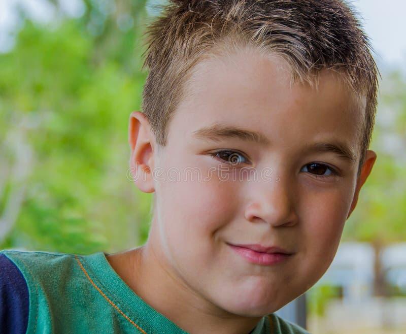 Portret śliczna chłopiec z blondynka włosy zdjęcie royalty free