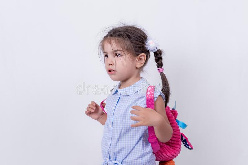 Portret śliczna dziewczyna w mundurku szkolnym obrazy stock