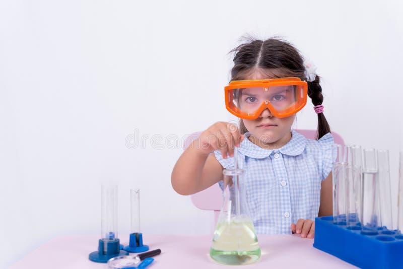 Portret śliczna mała dziewczynka w mundurku szkolnym obraz royalty free