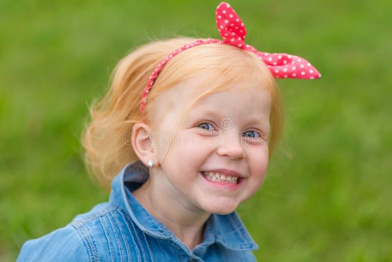 Portret śliczna mała szpilki dziewczyna zdjęcia stock