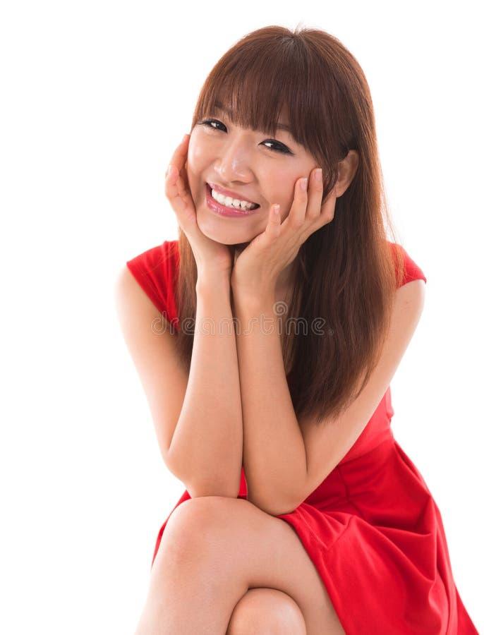 Portret śliczny Azjatycki kobiety ono uśmiecha się obrazy stock