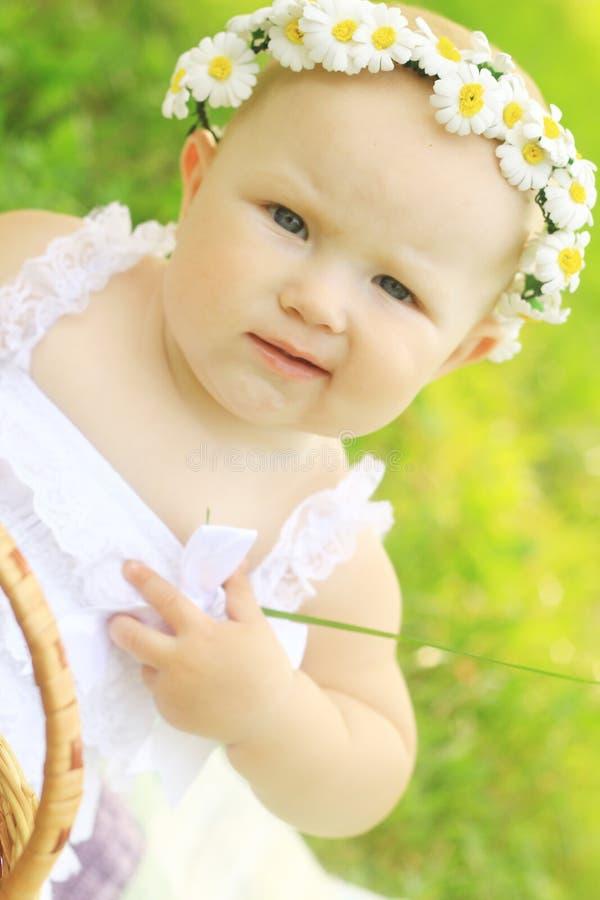 Portret śliczny dziecko w wianku zdjęcia stock