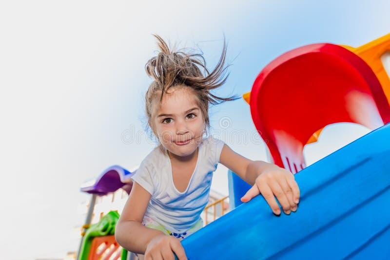 Portret śliczny małej dziewczynki pięcie na suwakach obraz royalty free