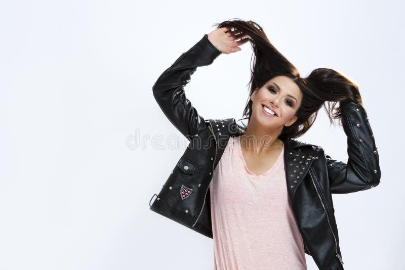 Portret Śmieszna Kaukaska brunetki dziewczyna Robi twarzom zdjęcie stock