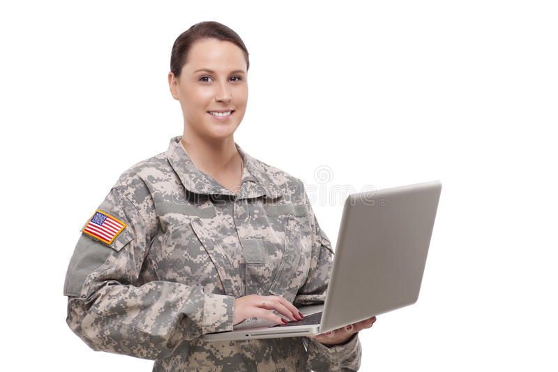 Portret żeński żołnierz używa laptop obrazy royalty free