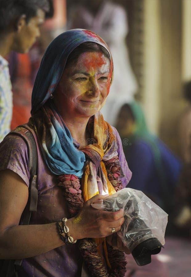 Portret Żeński fotograf przy Barsana świątynią podczas Holi festiwalu, UttarPradesh, India obraz stock