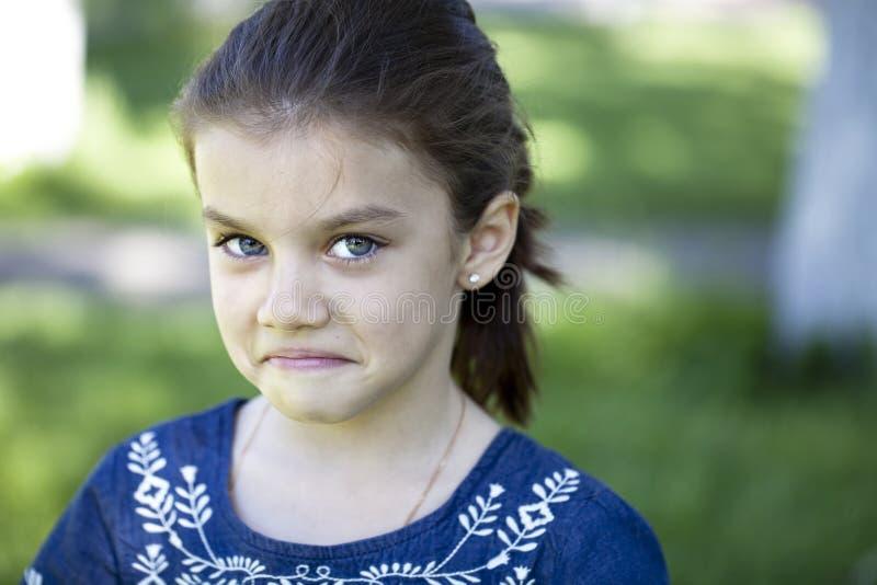 Portret agresywna mała dziewczynka zdjęcie royalty free